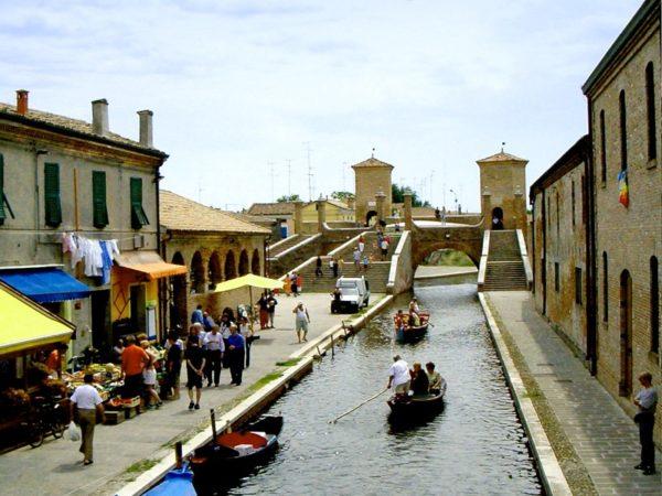 Percorso storico architettonico alla scoperta del centro storico di Comacchio
